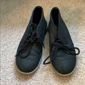 Children's place boys sz 2 charcoal color boots